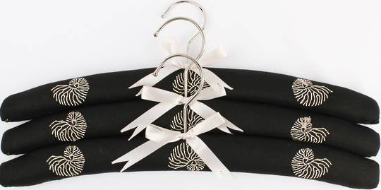 Embroidered coat hangers-set of 3 'Coral' Code:EH/COR/BLK