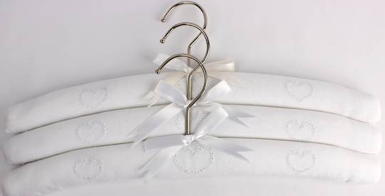 Embroidered coat hangers-set of 3 'Heart' Code:EH/HEA Nov delivery