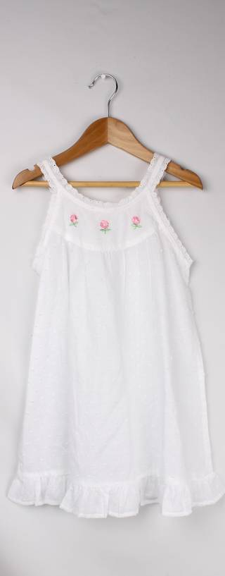 Girls cotton sleeveless nightie.  Swiss dot, lace trim and embroidered flowers. Style: AL/ND-264