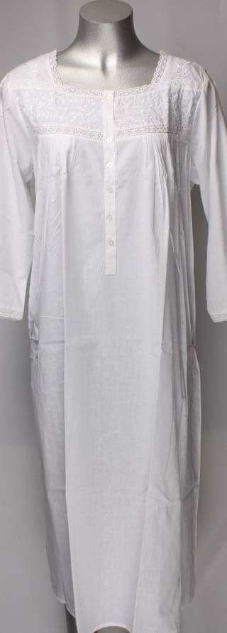Cotton nightie w long sleeves and  embroidered flowers white Style:AL/ND-26